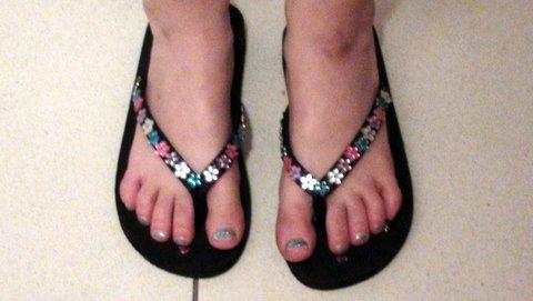 d644be98ddd flip flops with feet - CoreWalking